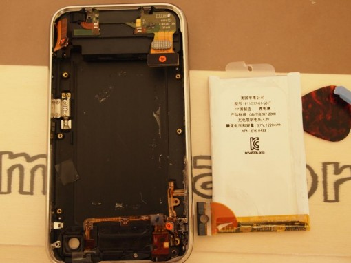 iPhone 3GS changing battery