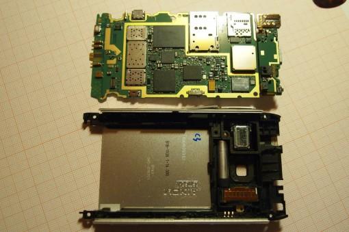 Nokia N8 Rimozione scheda madre 3