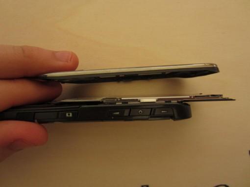 Nokia E66 Dettaglio Fermi in plastica della cover superiore