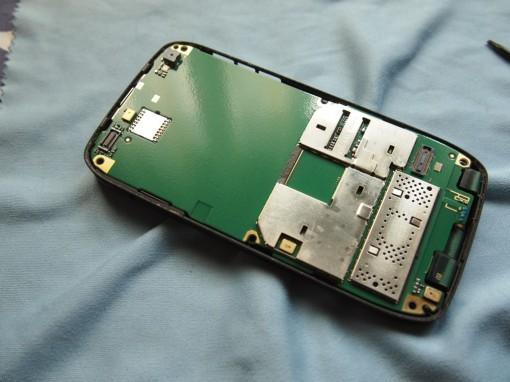 Nokia E72 Rimozione Scheda Madre - 1