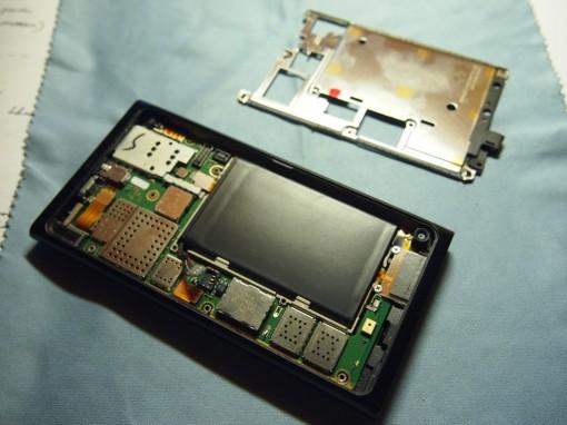 Nokia N9 - Smontare - 4 - Placca Metallica