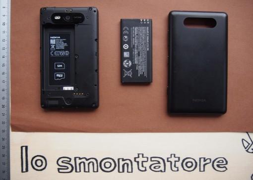 Nokia 820 - 1 - Rimuovere cover e batteria