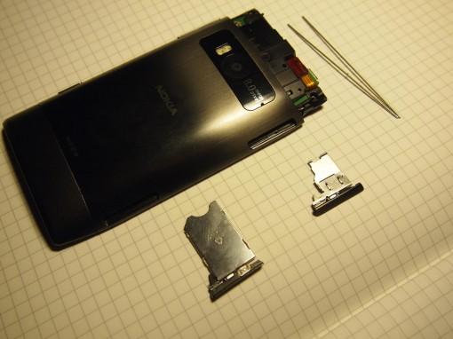 Nokia X7 - smontare - 2 - slot SIM e MicroSD